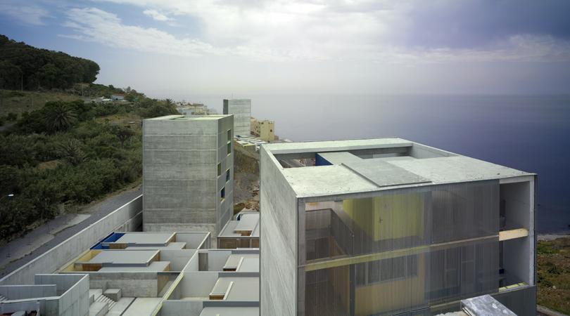 Viviendas sociales y de realojo en el monte hacho   Premis FAD 2011   Arquitectura