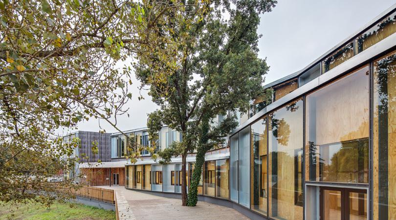 """""""el roure"""" community centre and """"la ginesta"""" library   Premis FAD 2015   Arquitectura"""
