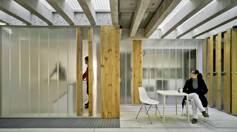 32 viviendas protegidas y locales comerciales   Premis FAD 2013   Arquitectura
