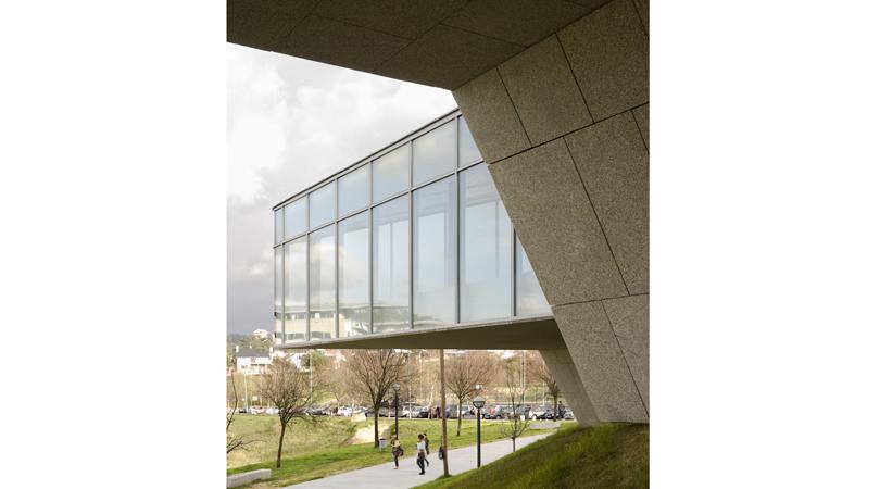 Piscinas para la universidad de vigo   Premis FAD 2010   Arquitectura