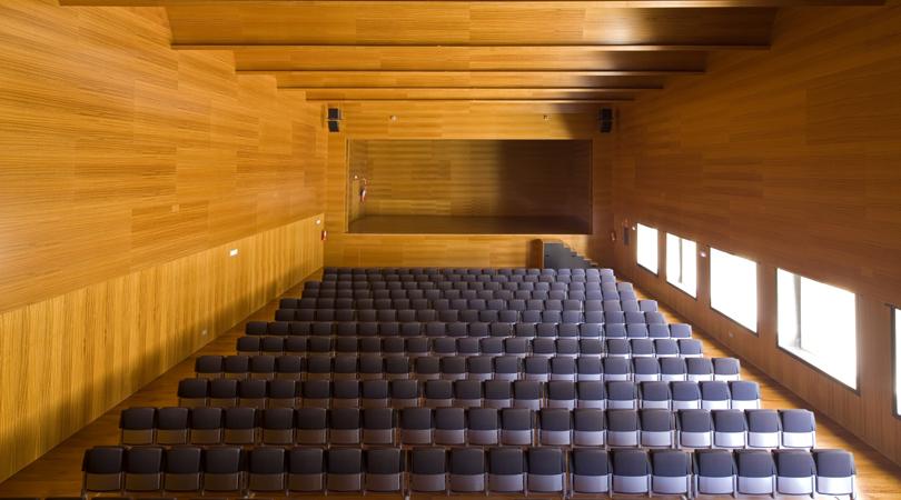 Centre cap vermell de cala ratjada | Premis FAD 2011 | Arquitectura