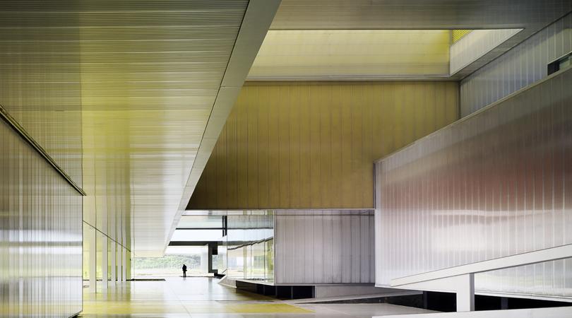 Edificio de aulas y departamentos. universidad pablo de olavide | Premis FAD 2012 | Arquitectura